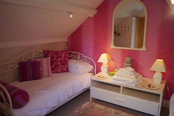 Garden-Rooms_Orchard-Suite_Twin-Bedroom2