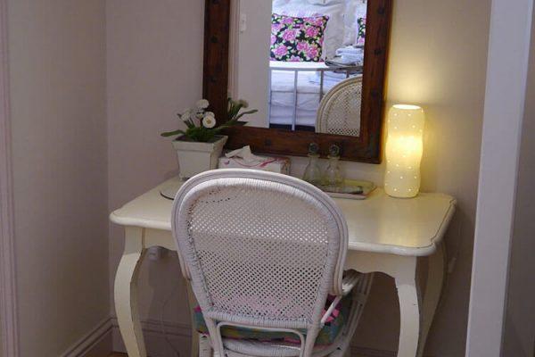 Garden-Rooms_Rose-Suite_Dressing-Area