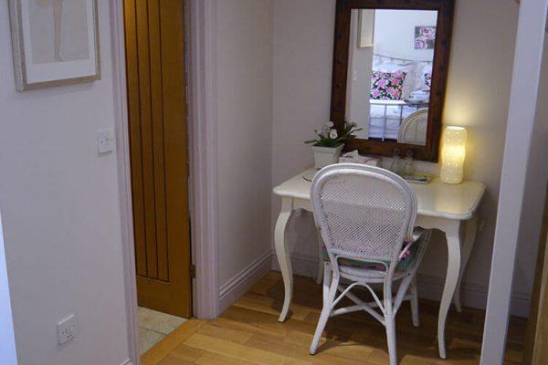 Garden-Rooms_Rose-Suite_Dressing-Area2
