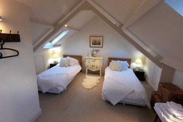 Garden-Rooms_Rose-Suite_Twin-Bedroom